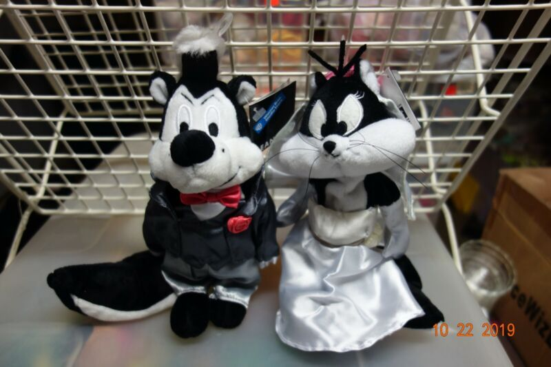WB Retired Pepe Le Pew & Penelope Bride and Groom Bean Bags MWMT