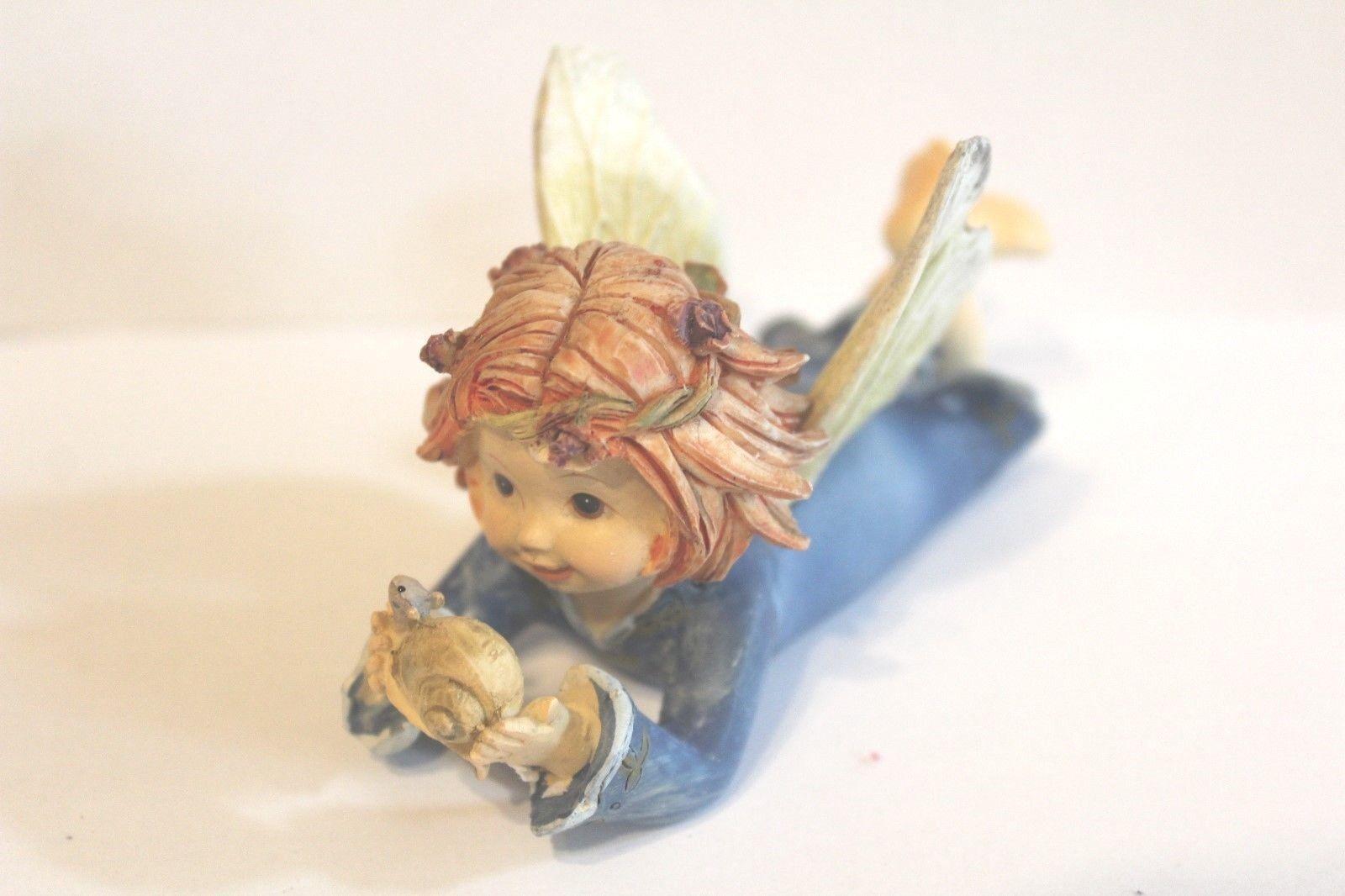 """Deko Figur  """"Baby Ferry blau mit Schnecke liegend"""" L:10 cm H: 5cm B. 4 cm"""