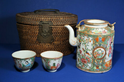 ANTIQUE ROSE MEDALLION TEAPOT W/LID AND 2 CUPS IN WOVEN PADDED  BASKET