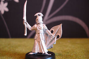 WARHAMMER-LOTR-HIGH-ELF-CAPTAIN-WITH-SWORD-METAL-RARE-POSE
