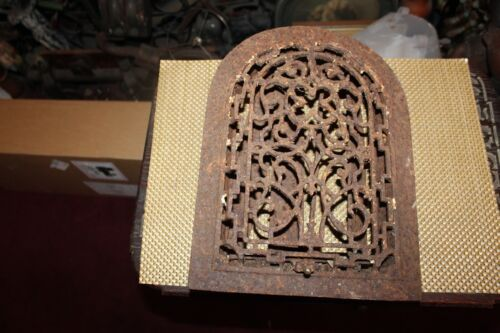 Antique Victorian Register Heating Grate Vent #17 Cast Iron Scrolls Cathedral