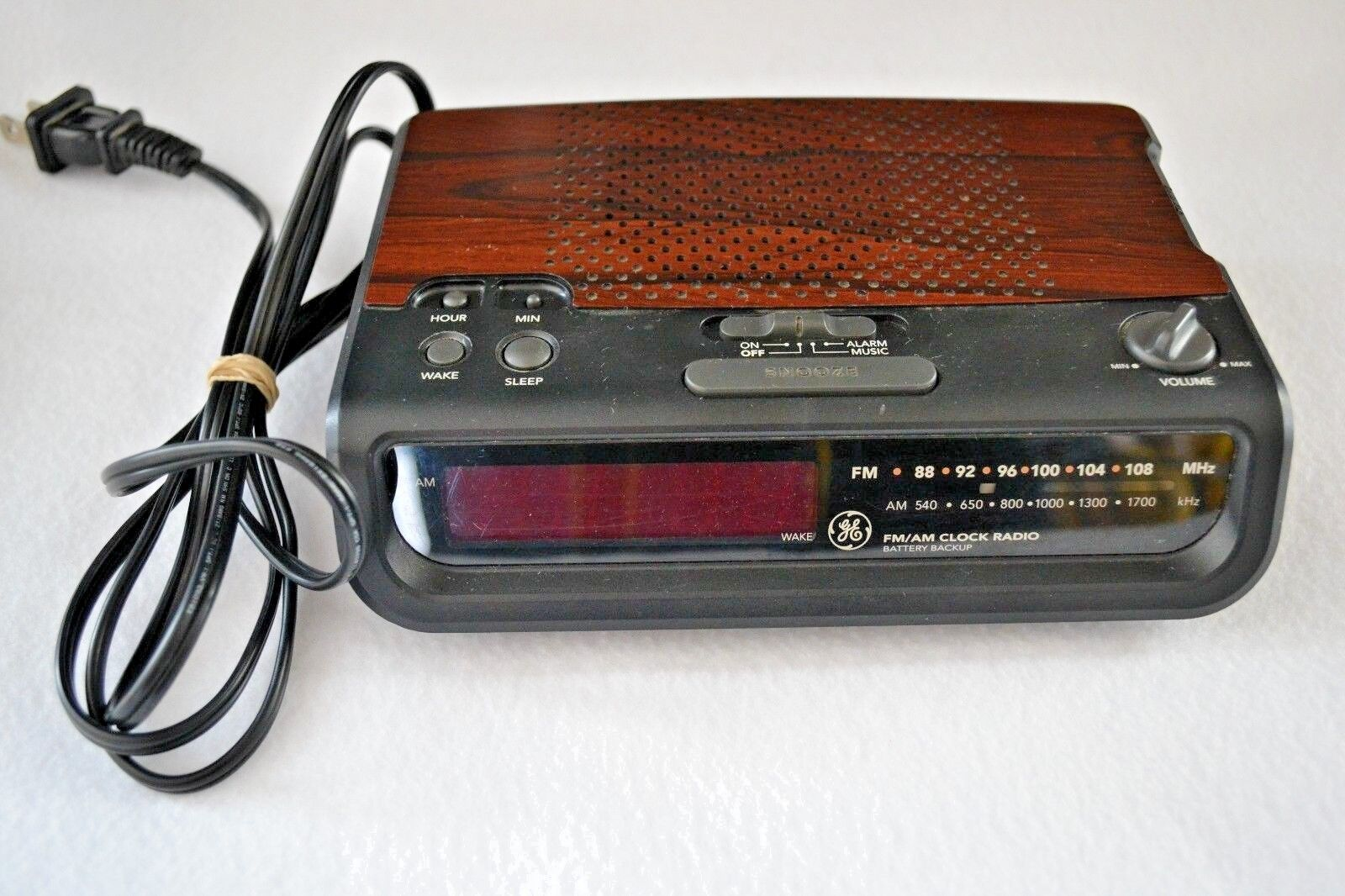 VINTAGE ALARM CLOCK GE General Electric 7-4613C Red Led AM-FM Alarm Clock Radio