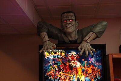 Monster Bash (MONSTER BASH PINBALL MACHINE TOPPER, FRANKENSTEIN, LED EYES, ON WOODEN)