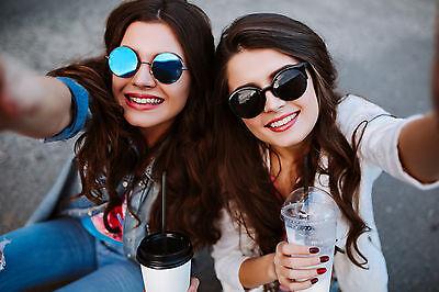 Mit stylisher Spiegelsonnenbrille kann der Sommer kommen