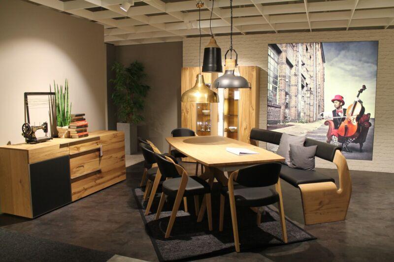 mit Holz und Accessoires eine gemütliche Atmosphäre schaffen