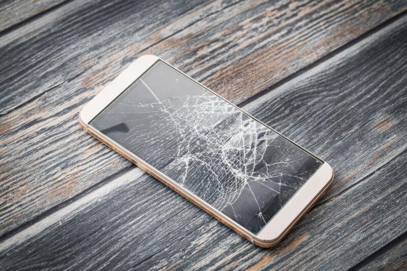 So sollte ein gebrauchtes Smartphones auf keinen Fall aussehen (Foto: Thinkstock)