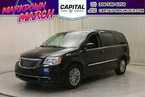 2016 Chrysler Town & Country **New Arrival**