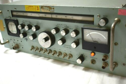 MICROTEL WIDE RANGE RECEIVER TYPE WR-200 POWERS UP KNOBS DIALS WORK