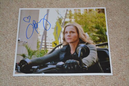 JULIE BENZ signed Autogramm In Person 20x25 cm HAWAII FIVE-0