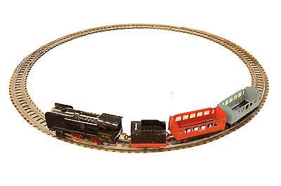 alte Blecheisenbahn mit Schienen (DDR)