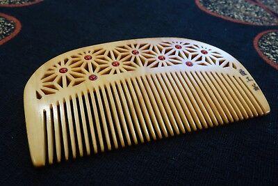 Japanese hair comb Tsuge Boxwood Hemp Seeds design handmade with Camellia Oil