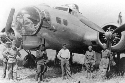1944 Photo-Poltava Russia-Russian Soldiers Stand by Badly Damaged B-17 Bomber