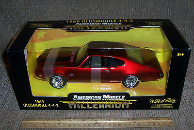 1:18 1969 Oldsmobile 4-4-2 American Muscle Millennium 442 Ertl Diecast Car 32240