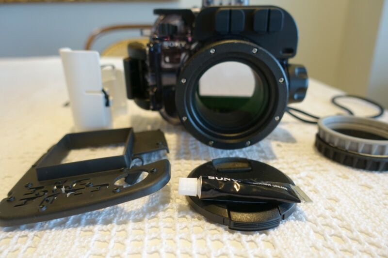 Sony MPK -URX100 A Underwater Housing for selected RX 100 Series( 40m/130ft)