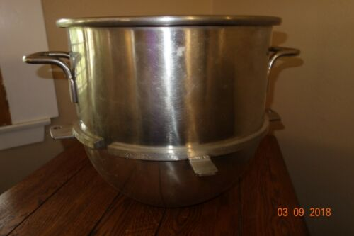 Hobart VMLH30 stainless Steel 30 Qt. Mixer Bowl