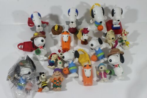 LOT  Assorted Peanuts Dog Figures SNOOPY TOYS Figurines MIXED SET (9)