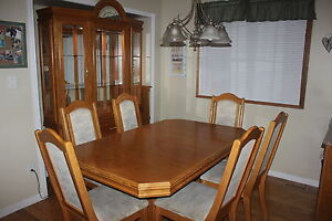 DINING ROOM TABLE/CHAIRS/HUTCH FOR SALE!