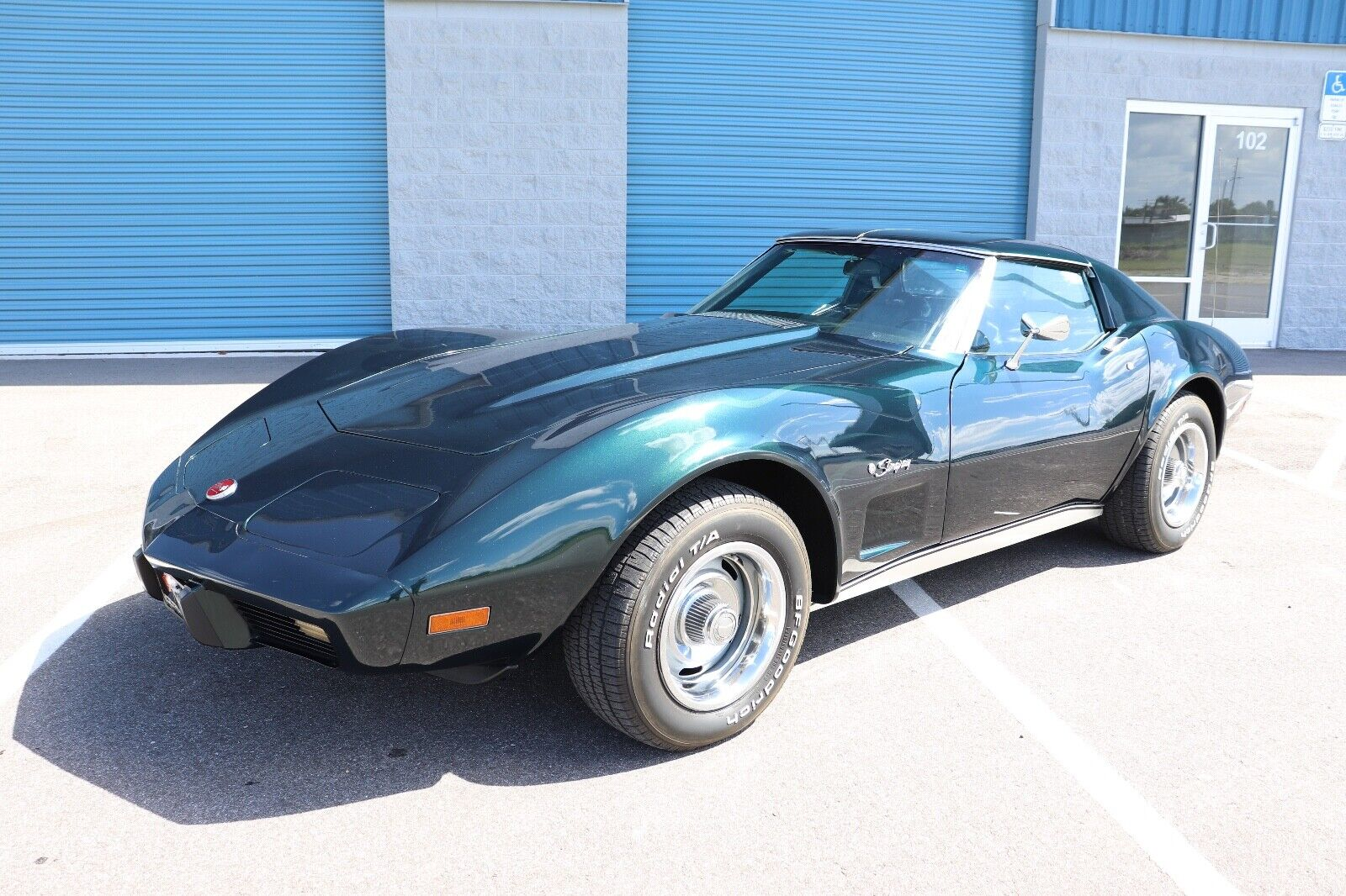 1976 Green Chevrolet Corvette Stingray  | C3 Corvette Photo 1