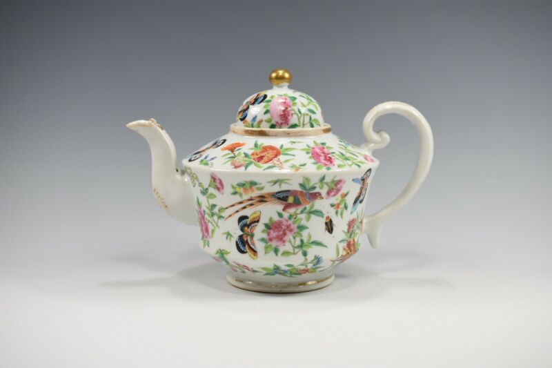 FINE ANTIQUE 18th CENTURY CHINESE FAMILLE ROSE PORCELAIN TEAPOT