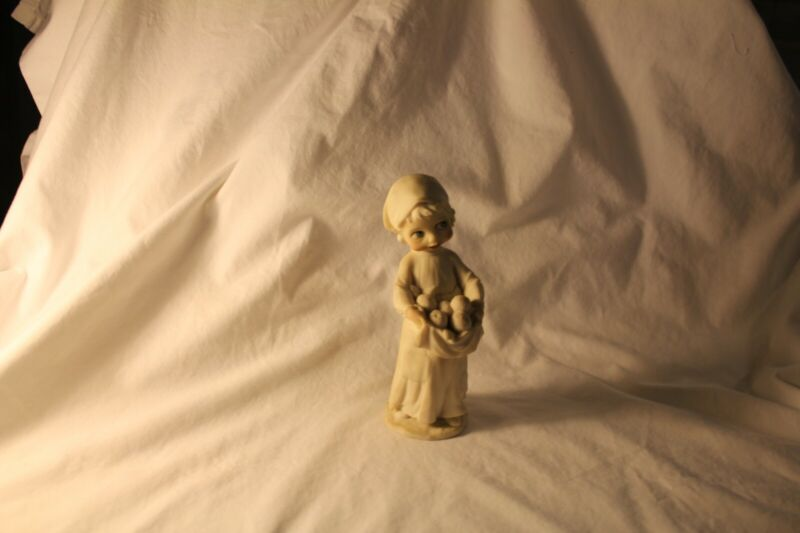 Giuseppe Armani Figurine of Peasant Girl from Florence, Italy