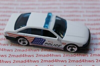 '01 Hot Wheels PACKAGE PULL 3sp CITY POLICE 5- PACK Police Car HOLDEN COMMORDORE
