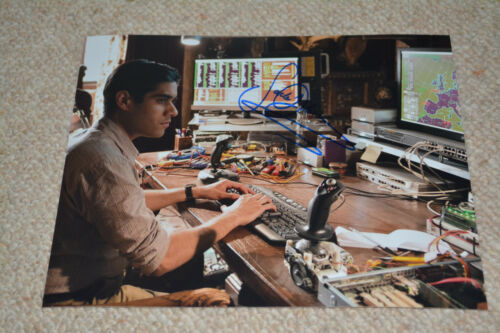 SACHA DHAWAN signed Autogramm 20x25 cm In Person 24 : LIVE ANOTHER DAY