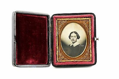 A BEAUTIFUL 1/9TH PLATE DAGUERREOTYPE in LOVELY PUSH-BUTTON CASE