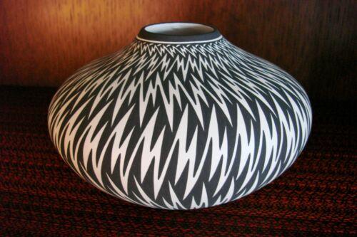 Acoma Pottery Hand Coiled Pot By Paula Estevan Eye Dazzler Lightning Design