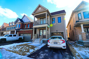 **SPACIOUS** 4 Bedroom Home In Niagara Falls!!