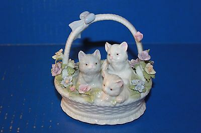 Cute Vintage Suberto Cats Kittens In Basket Porcelain Music Box