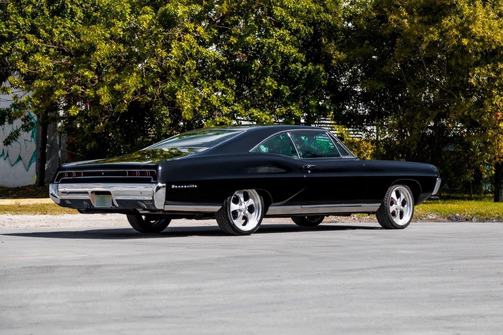 1967 Pontiac Bonneville  1967 Pontiac Bonneville. Black in Black.Hard to find. Hot car for collector.