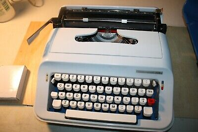 Vintage Underwood 378 Portable Typewriter New Ribbon Made In Spain 1980s
