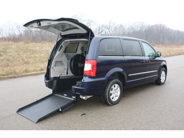 handicap accessible wheelchair van 2012 chrysler town and country manual ramp. Black Bedroom Furniture Sets. Home Design Ideas