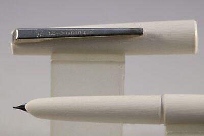 Vintage (c1970) Universal Stilnova Fountain Pen, White with Chrome Trim, NOS usato  Spedire a Italy