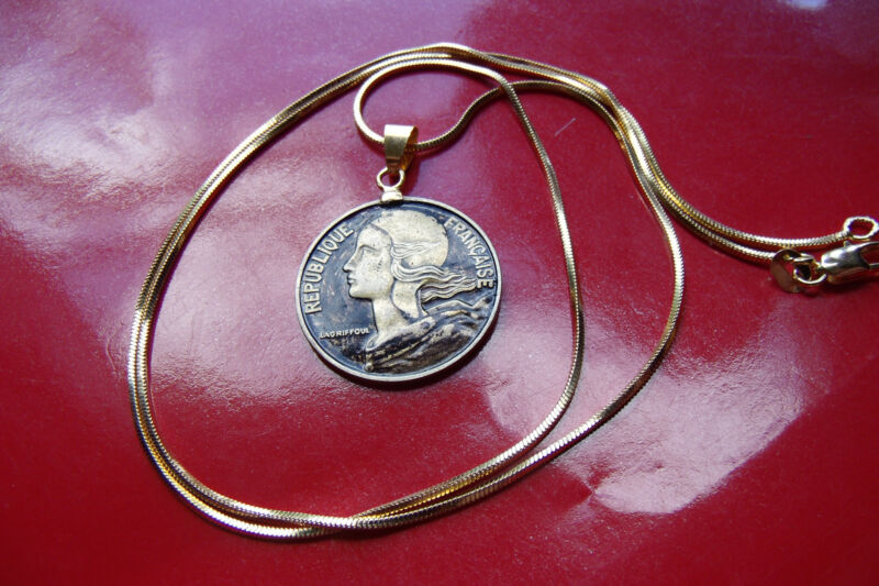 """Egypt Cleopatra Golden Coin Pendant on a 22/"""" 18kgf Gold Filled Snake Chain"""