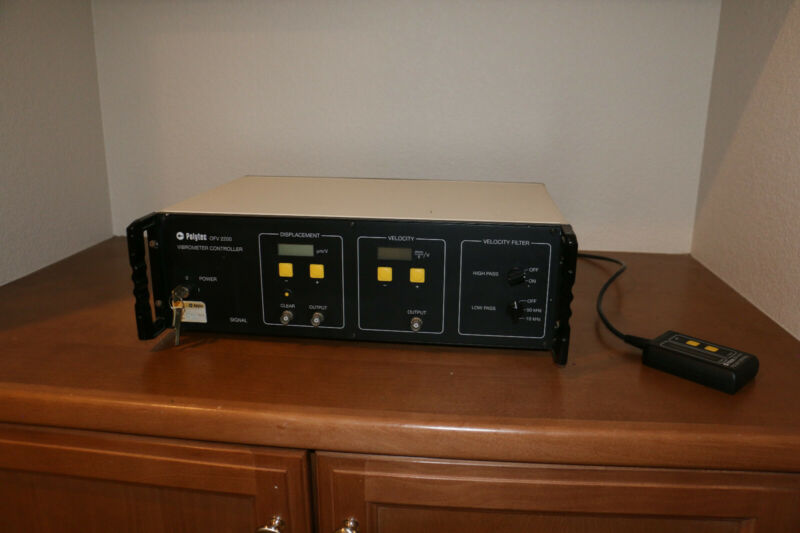 POLYTEC OFV-2200 VIBROMETER CONTROLLER WITH KEYS
