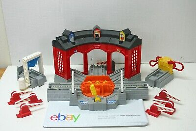 2005 Fisher Price Geo Trax Workin Roundhouse H4834 Train Depot Station PLUS