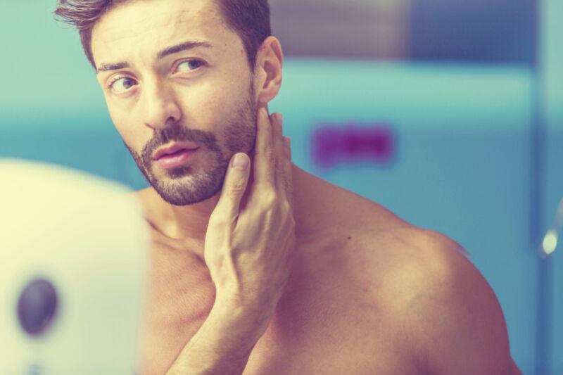 Beauty und Anti Aging sind nicht nur bei Frauen ein Thema: Auch als Mann kannst du was gegen Fältchen und Co. tun.