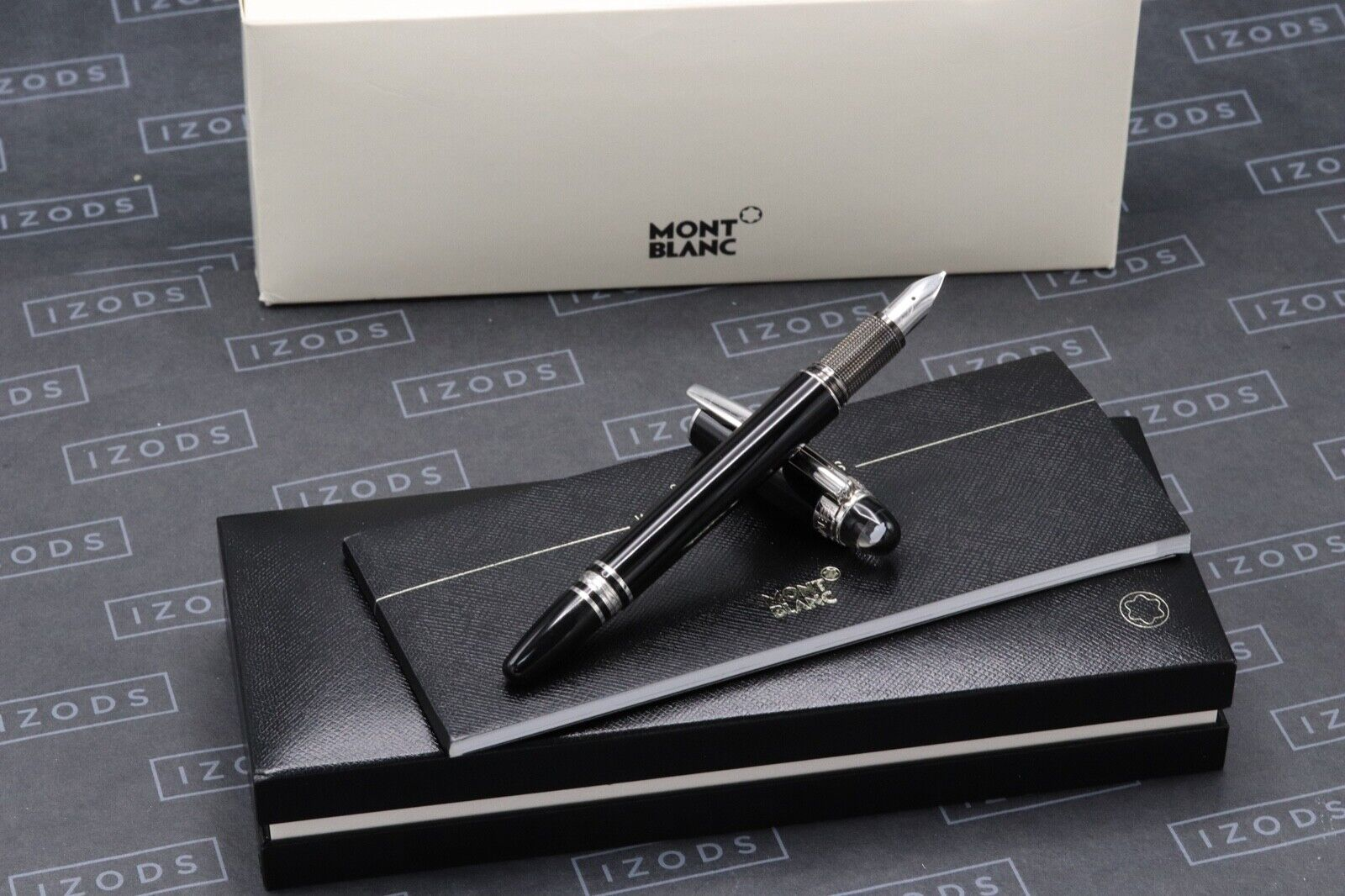 Montblanc Starwalker Black Platinum Resin Fountain Pen