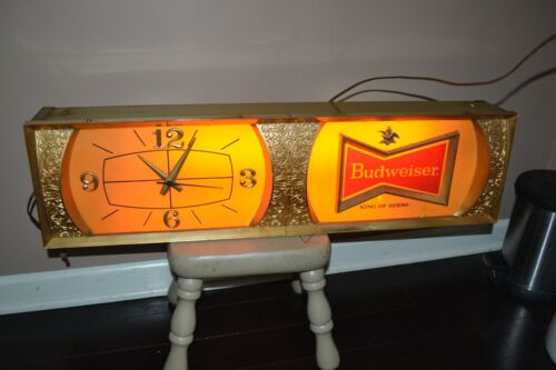 Vintage Budweiser Light Up Clock Beer Advertising Sign