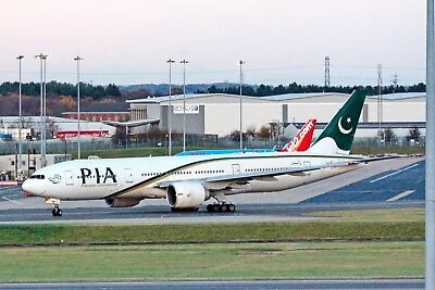 PIA Pakistan Airlines Boeing 777-240/ER AP-BGK Taxies Out 23-11-2017 Postcard