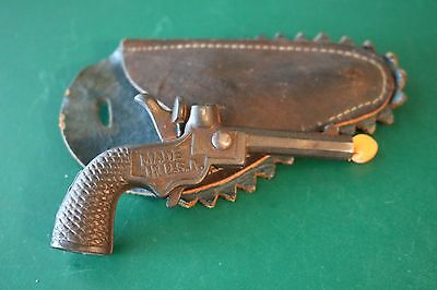 Antique STEVENS MINIATURE BIG CHIEF CAST IRON CAP GUN 1940'S w/ Leather Holster