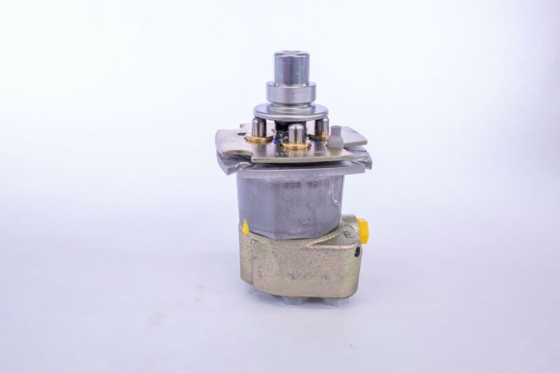 Rexroth Joystick Valve Case # 87740389 pilot, hydraulic steering right hand 4TH6