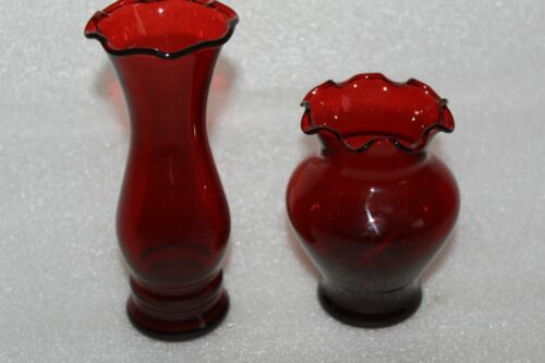 TWO VINTAGE ANCHOR HOCKING AMERICAN RUBY GLASS VASES