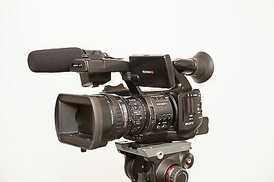 Sony PMW-EX1R  XDCAM Camcorder HDMI/HD-SDI.  SXS cards and 3 Betteries