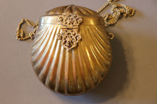 Vintage Art Deco Brass Scallop Clam Shell Purse With Chain Strap Felt Lined