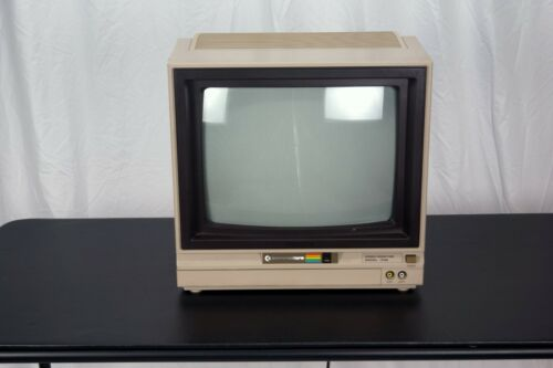 Vintage Commodore 64 1702 Color Computer Monitor tested excellent condition