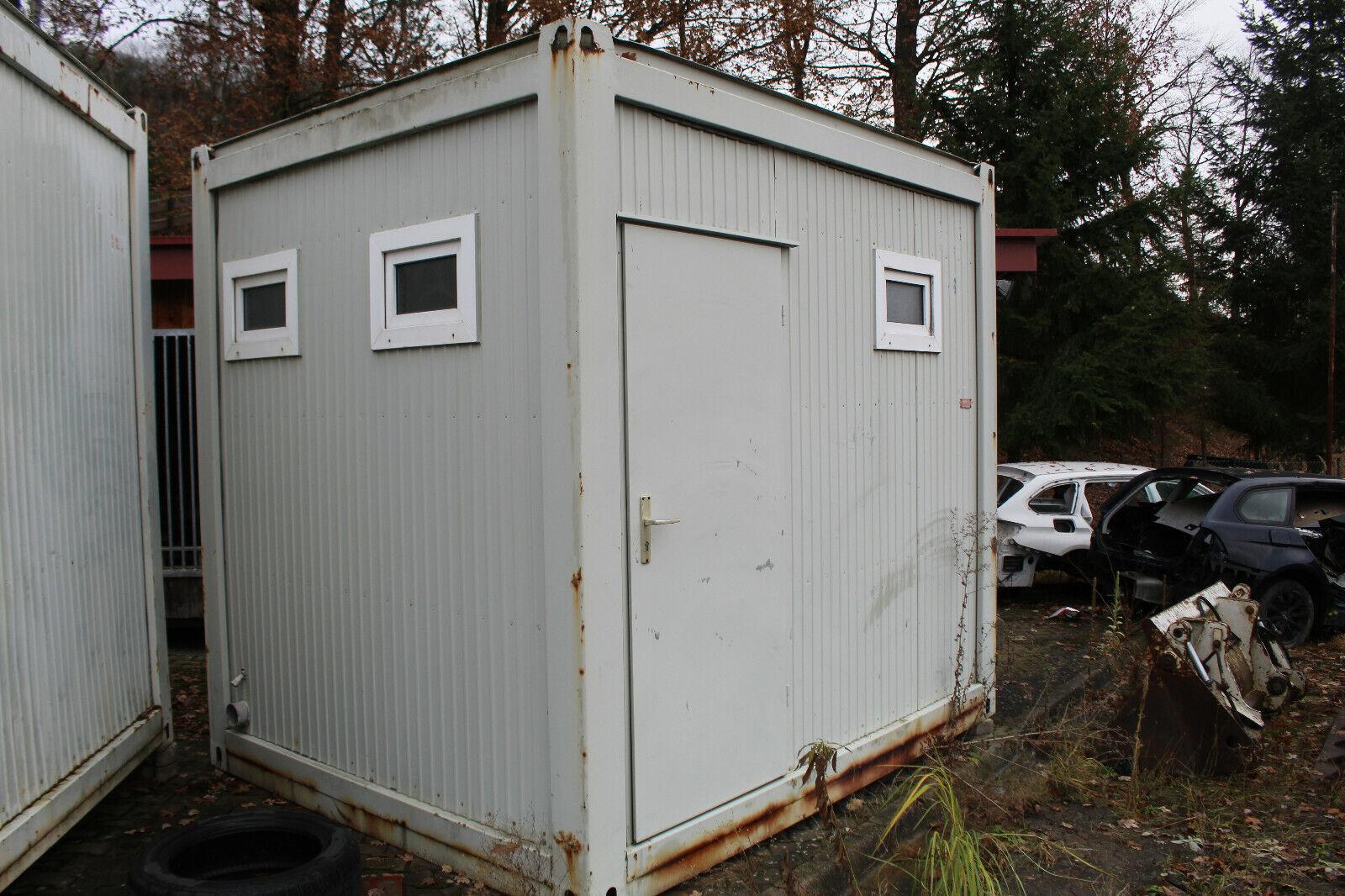 Toiletten und Duschcontainer mit Dusche 2 Waschplätze einer Toilette