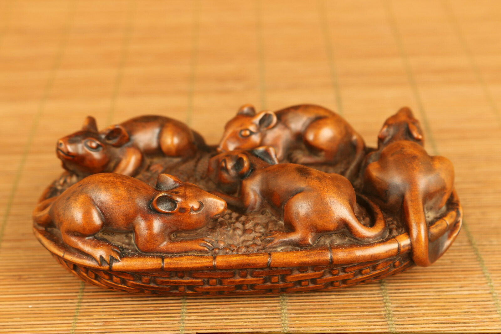 Rare Asian old boxwood Handcarved fortune mouse statue figure table decoration