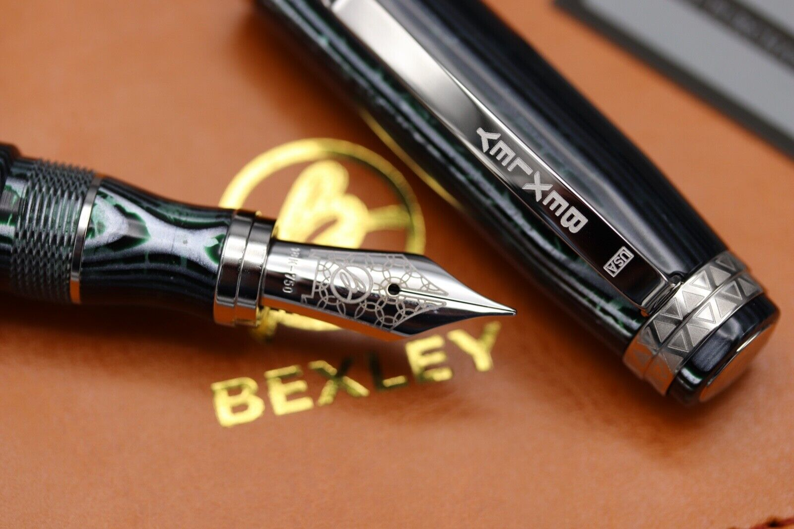 Bexley Golden Age Triangles Arco Verde Limited Edition Fountain Pen 4